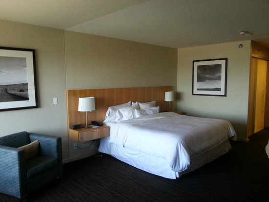 The Westin Galleria Dallas: king size bed