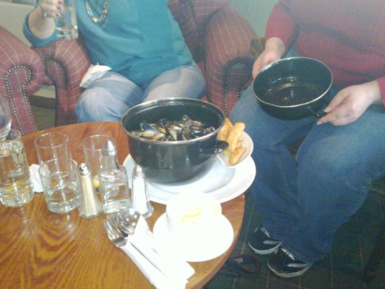 Isle of Mull Hotel & Spa: Pot of mussels from the bar menu