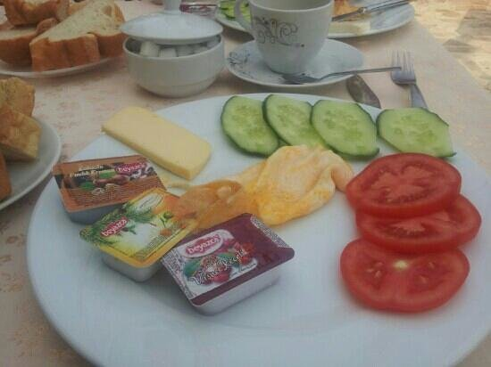 Hotel Sezgin &amp; Guesthouse: breakfast in the terrace