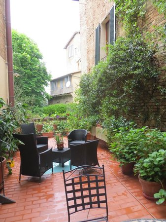B&B Siena in Centro: Our Garden Terrace