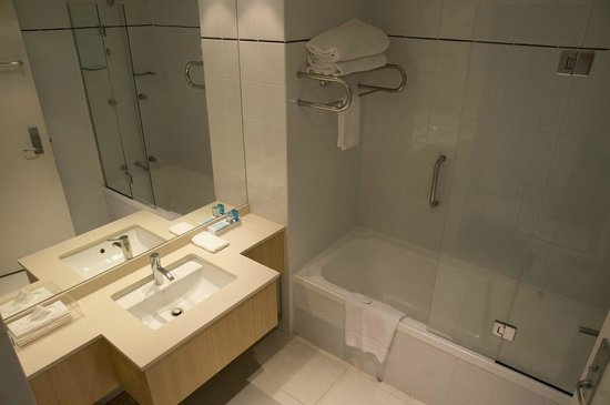 Novotel Sydney on Darling Harbour: Bathroom