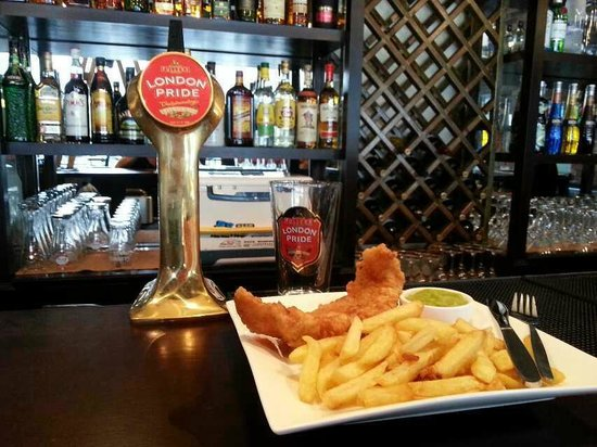 Zhuhai, Chine : Fish &amp; Chips and London Pride 