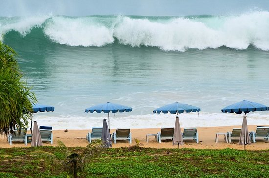 Hilton Phuket Arcadia Resort &amp; Spa: Catching a wave at Karon Beach