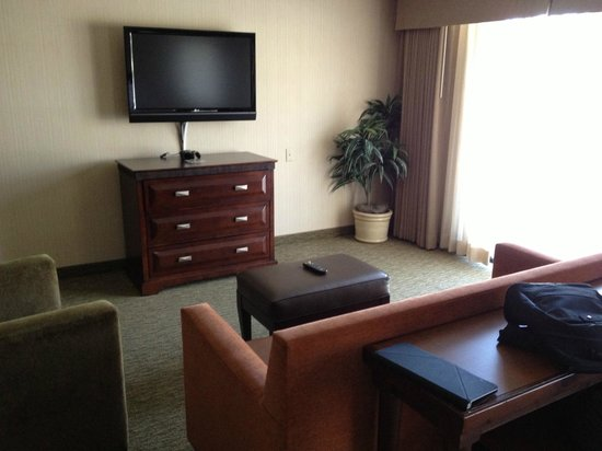 Embassy Suites San Luis Obispo: living room