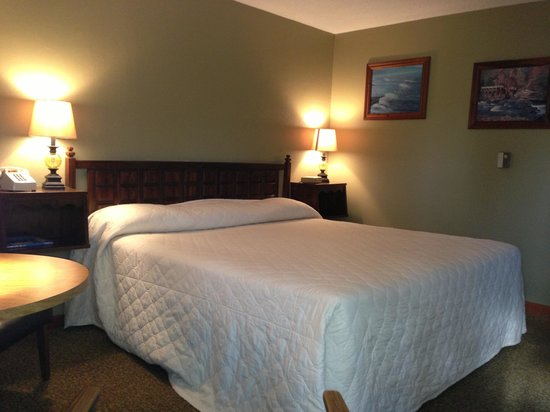 West Yarmouth, MA: King room