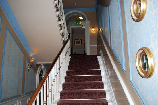 Buswells Hotel : Stairs leading to our room. 