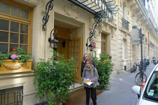 Chambiges Elysees Hotel : Front Entrance 