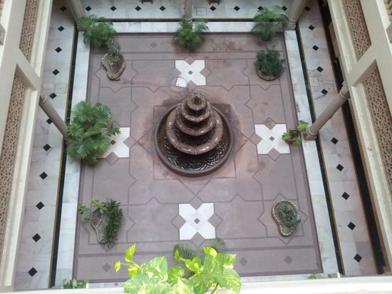 Arya Niwas: Fountain in the Atrium