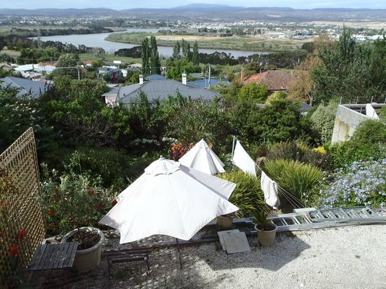 Launceston, Australien: View from the living room (bedrooms)
