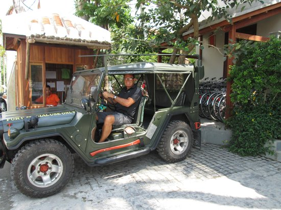 Hoi An Chic Hotel: The very cool Jeep Shuttle