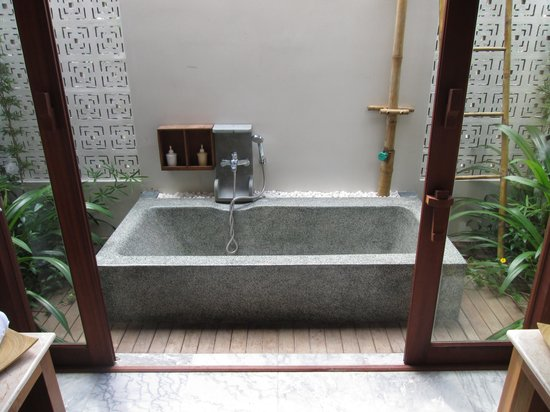 Hoi An Chic Hotel: Outdoor bath