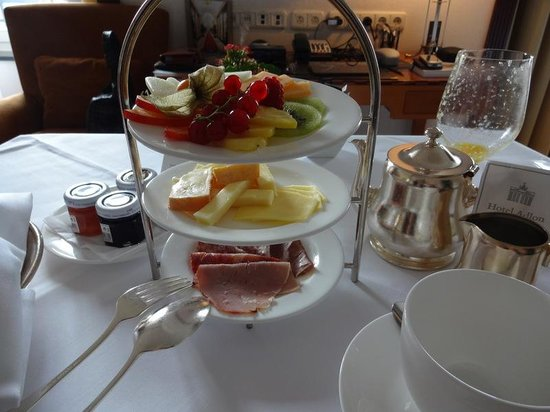 Hotel Adlon Kempinski: BREAKFAST PLATTERS