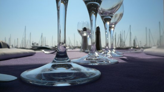 Golfe-Juan Vallauris, Frankreich: terrasse et bateaux