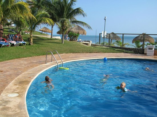 Dos Playas Hotel Cancun : kids pool - great time between beach times :)