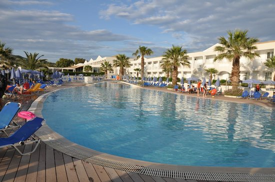 Aquis Sandy Beach Resort: piscina