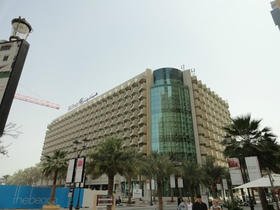 Hilton Dubai Jumeirah: view of hotel from Beach Road