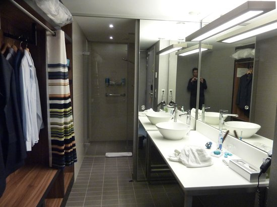 Aloft Brussels Schuman Hotel: bathroom