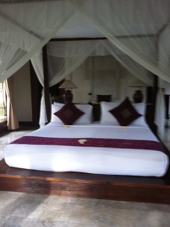 The Ubud Village Resort & Spa: Bedroom in villa
