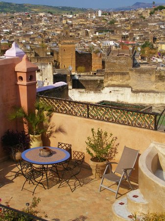 Riad Tara: Rooftop terrace and view of Medina