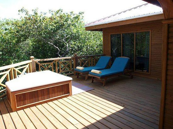 Hamanasi Adventure and Dive Resort: hot tub