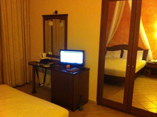 Alia Palace Hotel: Room