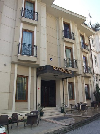 Acra Hotel: front of hotel