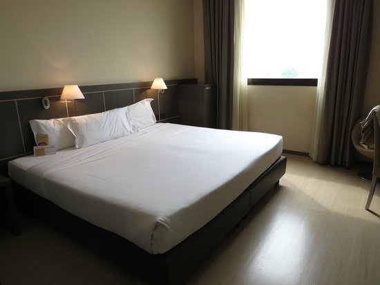 Aemilia Hotel: King size bed plus!