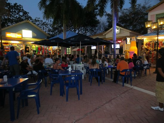 Grand Bahia Principe Coba: Hacienda outdoor sports bar