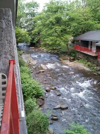 Zoders Inn & Suites: A view from our balcony at Zoders Inn in Gatlinburg...it's very relaxing listening to the stream