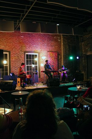 Hawley, Pensilvanya: Nat Osborn Band Plays Opening Show in the Boiler Room
