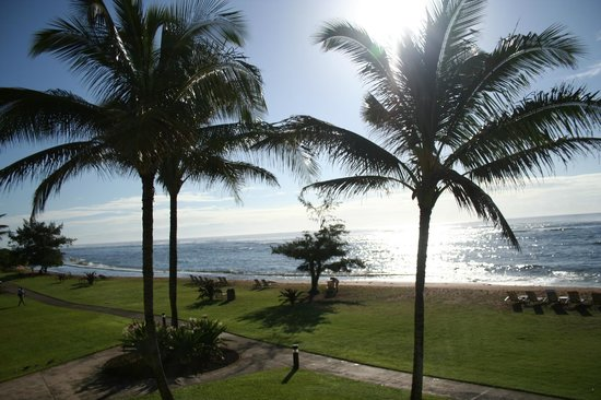 Courtyard by Marriott Kauai at Coconut Beach: Sunrise view from our room