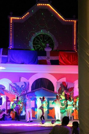 Grand Bahia Principe La Romana: Evening entertainment at the Pueblo Principe.