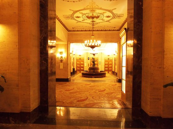 The Palmer House Hilton: Lobby area
