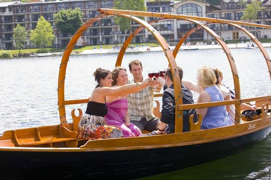 Golden Arrow Lakeside Resort: Gondola Cruise on Mirror Lake