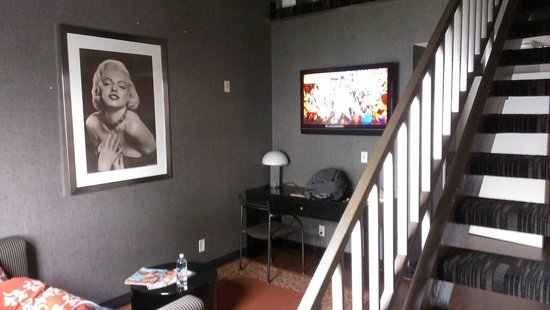 Ramada Plaza Hotel-West Hollywood: Living area
