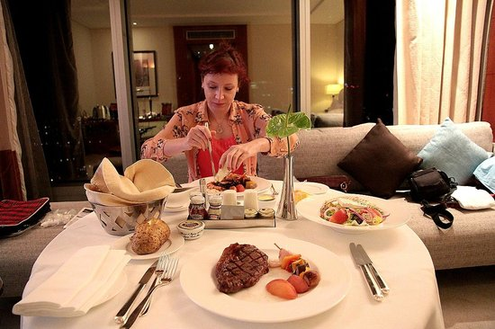 Jumeirah Emirates Towers Hotel: Room service food