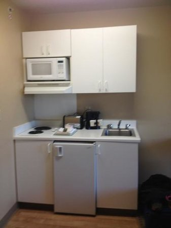 Extended Stay America - Cincinnati - Blue Ash - Reagan Highway: little kitchenette.