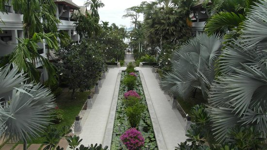 Kandaburi Resort &amp; Spa: gardens at kandaburi