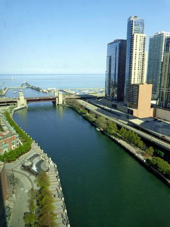 Sheraton Chicago Hotel and Towers: River/Lake view
