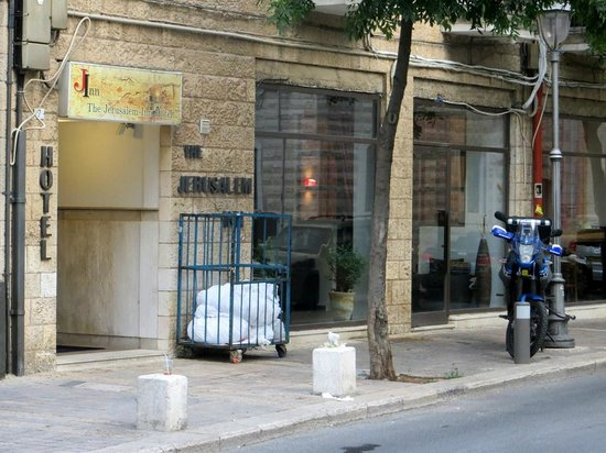 Jerusalem Inn Hotel: Entrance of the J. Inn with my motorbike out front