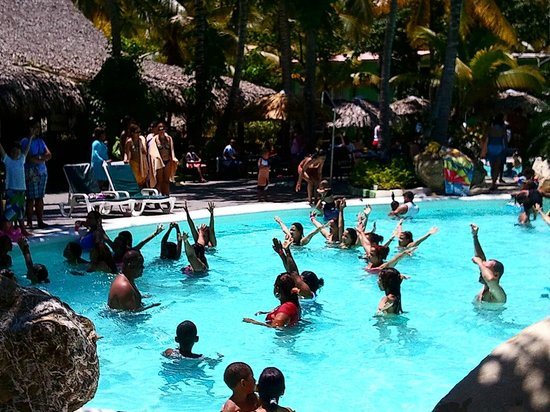 ClubHotel Riu Merengue: Pool after arrival of local DR (April 27-29, 2013)
