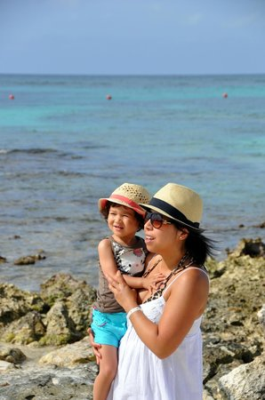 Barcelo Maya Palace Deluxe: The playa with my two loves !!