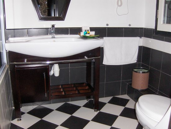 Jonker Boutique Hotel: Sink/Vanity. Tub is to the Left.