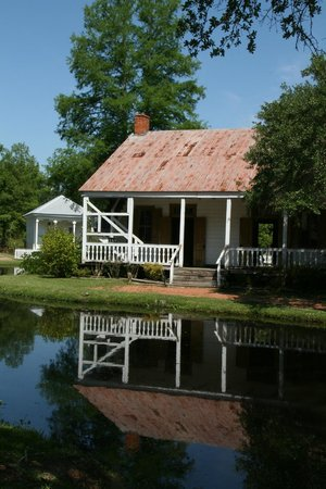 Acadian Village: One of the homes along the bayou