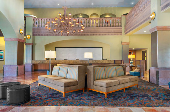 Embassy Suites Mandalay Beach Hotel & Resort: Renovated Lobby Area