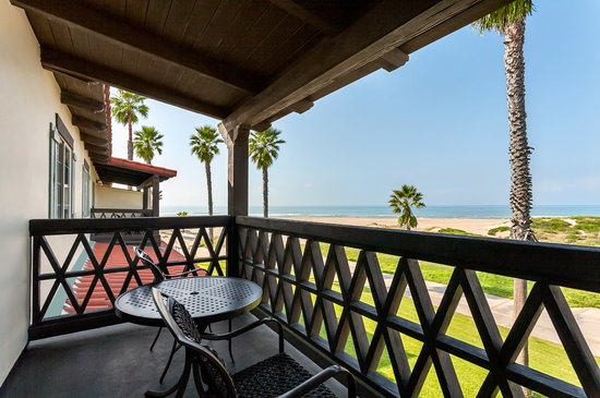 Embassy Suites Mandalay Beach Hotel & Resort: Suites View