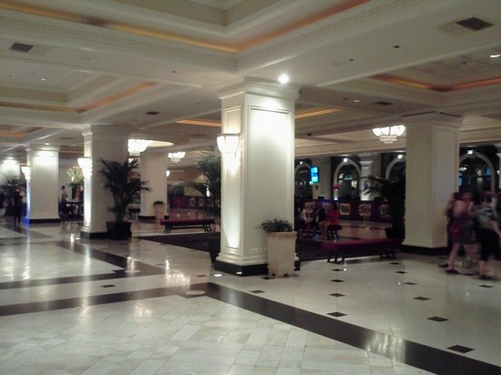 Monte Carlo Resort & Casino: Lobby Area