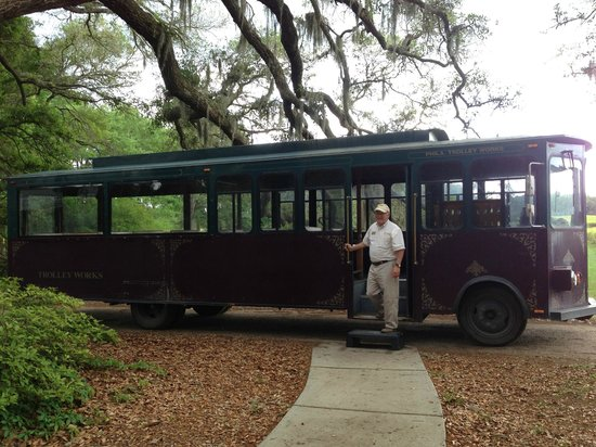 Wadmalaw Island, SC: Trolley that takes you around the plantation
