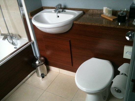 De Vere Mottram Hall: The Bathroom