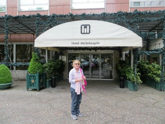 Michelangelo Hotel: Hotel entrance